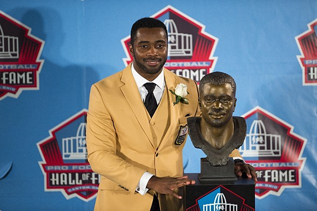 CANTON, OH - AUGUST 4: Former running back Curtis Martin with his bust during the Class of 2012 Pro Football Hall of Fame Enshrinement Ceremony at Fawcett Stadium on August 4, 2012 in Canton, Ohio. (Photo by Jason Miller/Getty Images)