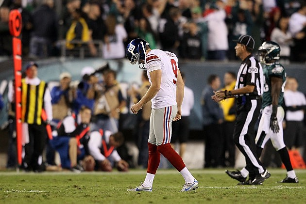 PHILADELPHIA, PA - SEPTEMBER 30: kicker Lawrence Tynes #9 of the New York Giants reacts after missing a field goal against the Philadelphia Eagles at Lincoln Financial Field on September 30, 2012 in Philadelphia, Pennsylvania. (Photo by Alex Trautwig/Getty Images)