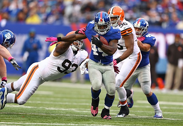EAST RUTHERFORD, NJ - OCTOBER 07: Ahmad Bradshaw #44 of the New York Giants breaks the tackle of John Hughes #93 of the Cleveland Browns during their game at MetLife Stadium on October 7, 2012 in East Rutherford, New Jersey. (Photo by Al Bello/Getty Images)