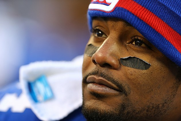 EAST RUTHERFORD, NJ - DECEMBER 30: Ahmad Bradshaw #44 of the New York Giants looks on during his game against the Philadelphia Eagles at MetLife Stadium on December 30, 2012 in East Rutherford, New Jersey. (Photo by Al Bello/Getty Images)