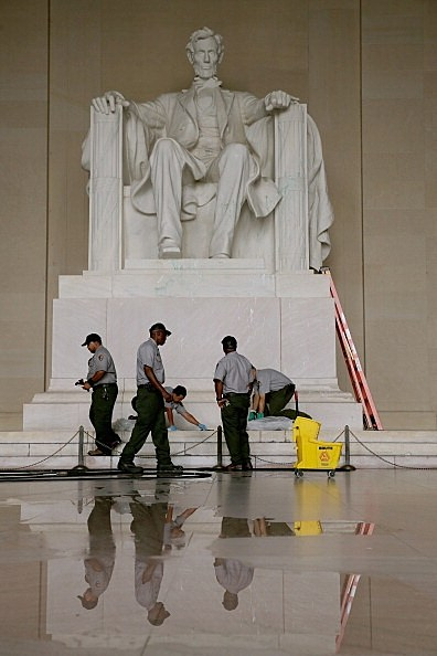 Lincoln Memorial green paint cleanup 07262013; Photo by Chip Somodevilla, Getty Images