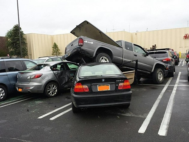 Six Car Accident at Sangertown Mall