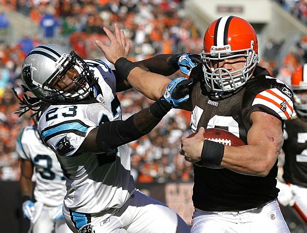 : CLEVELAND - NOVEMBER 28: Running back Peyton Hillis #40 of the Cleveland Browns scores a touchdown as he runs from safety Sherrod Martin #23 of the Carolina Panthers at Cleveland Browns Stadium on November 28, 2010 in Cleveland, Ohio. (Photo by Matt Sullivan/Getty Images)