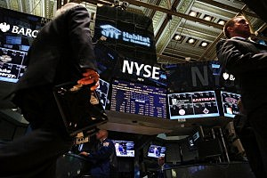 Markets Watch As Government Shutdown Continues by Spencer Platt, Getty Images