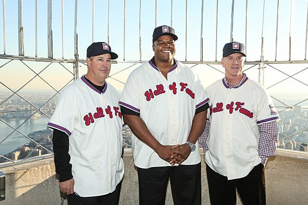 NEW YORK, NY - JANUARY 09:  (L-R) 2014 Baseball Hall of Fame Electees Greg Maddux, Frank Thomas and Tom Glavine visit at The Empire State Building on January 9, 2014 in New York City.  (Photo by Rob Kim/Getty Images)